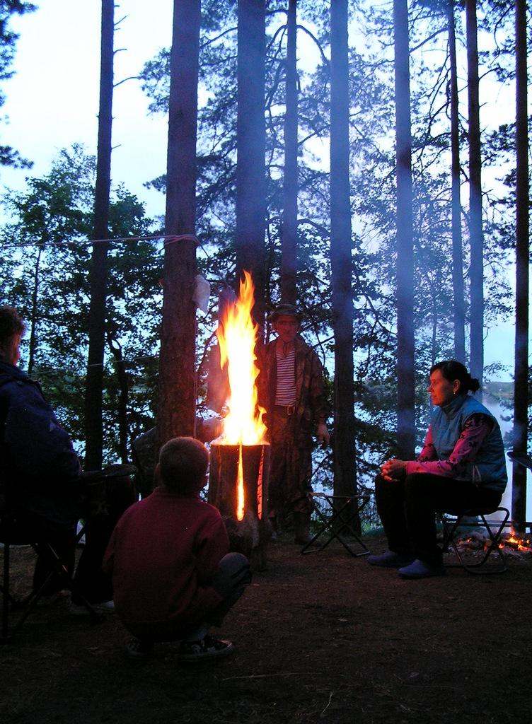 Одна финская свеча заменяет костер. Автор фото: Константин Вишератин