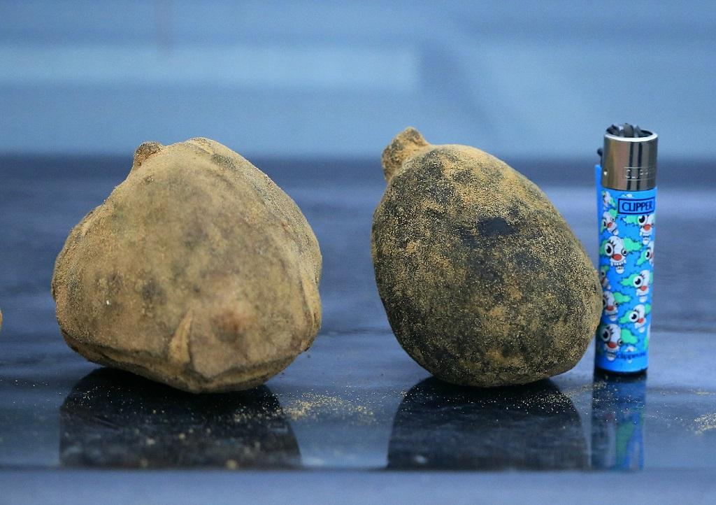 В конце марта мой знакомый купил у бедуинов несколько ящиков Трюфелей степных. С его позволения я сделал несколько фотографий этих грибов. Terfezia boudieri наиболее распространённый вид трюфелеподобных грибов в Израиле. Собирают их весной в пустыне Негев. Эти грибы создают микоризу с растением Helianthemum sessiliflorum. К сожалению гриб в разрезе пока сфотографиривать не удалось. Автор фото: Александр Гибхин